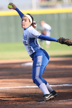 Kayla Jolley delivers a pitch. (Photo by Rick Nation)