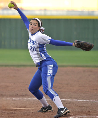 Kayla Jolley pitched 2 2/3 of shutout relief. (Photo by Rick Nation)