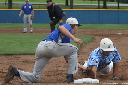 First baseman Dalton Holt applies the tag on a pickoff play. (Photo by Rick Nation)