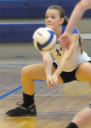 Elle Rottman digs up a hit. (Photo by Kevin Nagle)