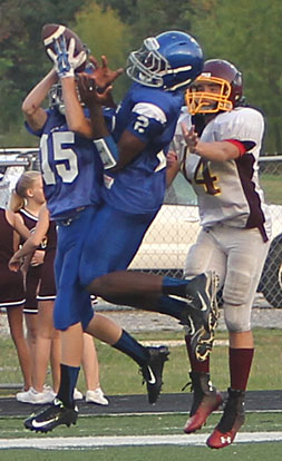 Randy Thomas (2) and Sam Perryman (15) make a bid for an interception. (Photo by Rick Nation)