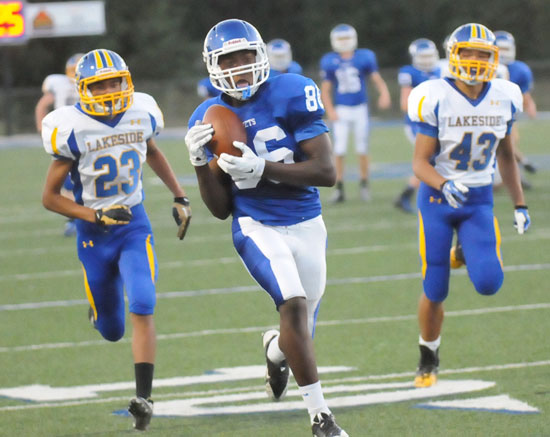Marvin Moody (86) clutches the ball after making a catch behind two Lakeside defenders. (Photo by Kevin Nagle)