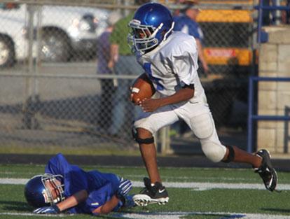 Bryant White quarterback Derrick Rose heads upfield on a long run. (Photo by Rick Nation)