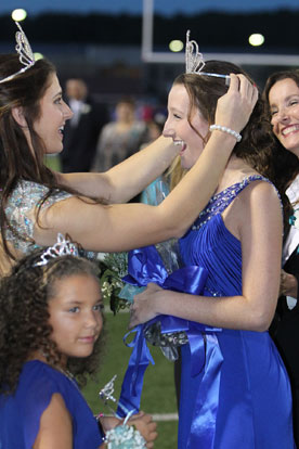 2013 Homecoming Queen Leah Ward crowns 2014 Homecoming Queen Baylie McLaren. (Photo by Rick Nation)