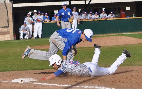 Jason Hastings applies the tag on a pick-off play at first. (Photo courtesy of Samantha Breeding)