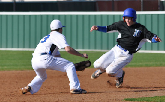 Connor Tatum awaits a Midlothian baserunner in front of second. (Photo courtesy of Samantha Breeding)
