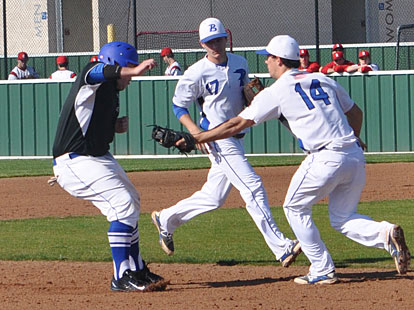 Brandan Warner (14) makes a tag on a Midlothian base-runner after working a rundown with Jake East (17). (Photo courtesy of Samantha Breeding)