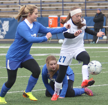 Bryant's Jasmine Sauers dribbles past a pair of Valley View players. (Photo by Rick Nation)