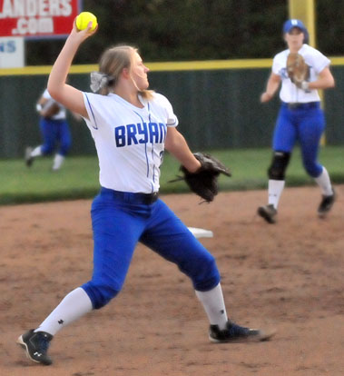 Shortstop Mallory Theel fires to first. (Photo by Kevin Nagle)