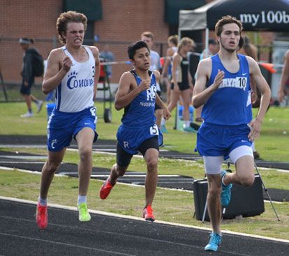 Mark Winn, right, leads a group in the 800.  (Photo courtesy of Julie Shelby)