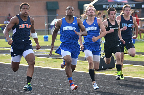 Steven Murdock, left, and John Winn finished 1-2 in the 200-meter dash. (Photo courtesy of Julie Shelby)