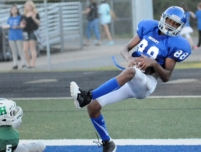 Catrell Wallace cradles the ball on a touchdown catch during Tuesday's game. (Photo by Kevin Nagle)