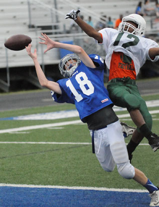 Gage Stark (18) tries to haul in a pass on a two-point conversion. (Photo by Kevin Nagle)
