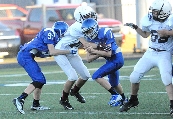 Emil Pritchett (93) tries to provide some help to teammate Jared Yarbrough (7). (Photo by Kevin Nagle)
