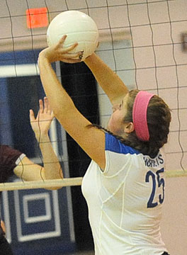 Ashlynn Lee sets up a teammate. (Photo by Kevin Nagle)