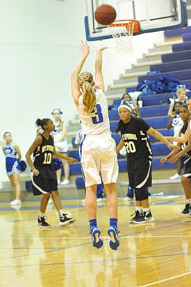 Rachel Studdard attempts a 3. (Photo by Kevin Nagle)
