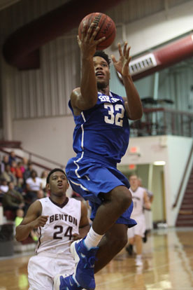 Lowell Washington (32) finishes off a drive to the rack. (Photo by Rick Nation)