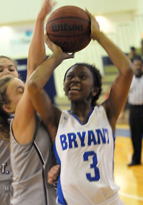 Lania Ratliff (3) tries to find room for a shot inside. (Photo by Kevin Nagle)
