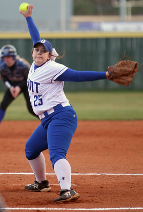 Kerrigan Allen delivers a pitch. (Photo by Rick Nation)