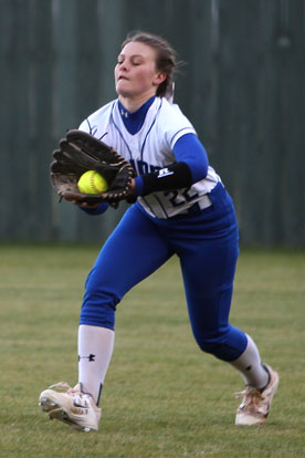 Regan Keesee hauls in a liner to right. (Photo by Rick Nation)
