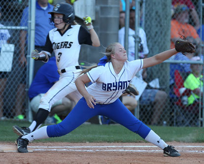 Mallory Theel stretches for a throw at first base just win time to retire Bentonville's Jenna Wildeman. (Photo by Rick Nation)