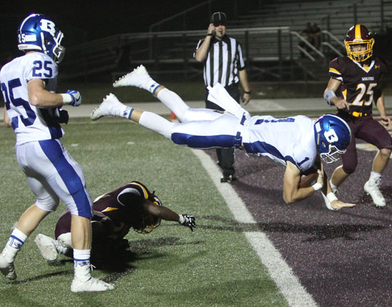 Cameron Vail flies into the end zone. (Photo by Rick Nation)
