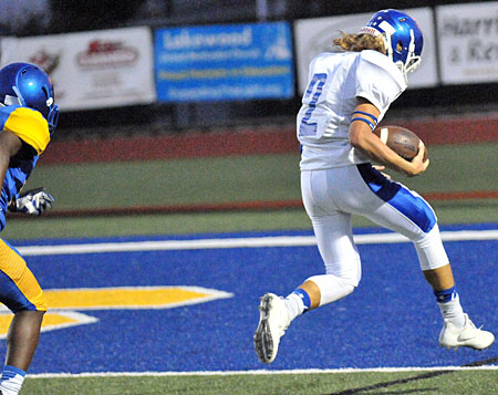 Gavin Wells scores on a 51-yard pass. (Photo by Kevin Nagle)