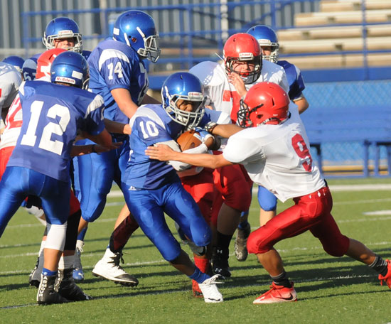 Xavier Foote (10) dashes past Cabot Red's Jaiden Ryals (9) off blocks by Hayden Schrader (12) and Parker Elswick (74). (Photo by Kevin Nagle)