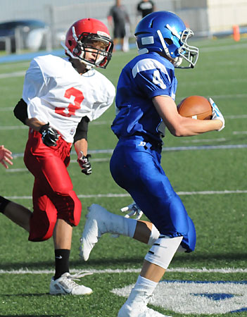 River Gregory (4) tries to get past Cabot Red's Lathan Nichols (3). (Photo by Kevin Nagle)