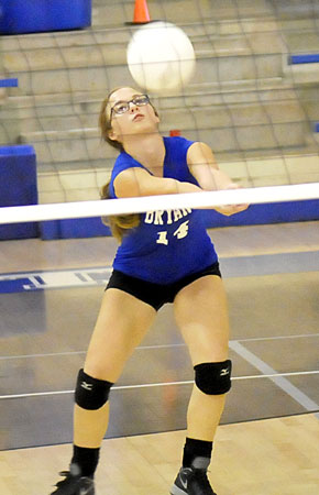 Ashley Davis receives a serve. (Photo by Kevin Nagle)